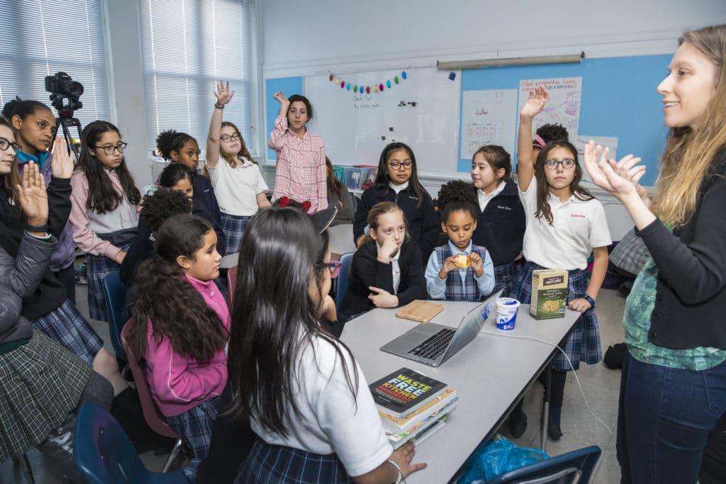 EatOrToss founding editor Rachael Jackson works with girl scouts.